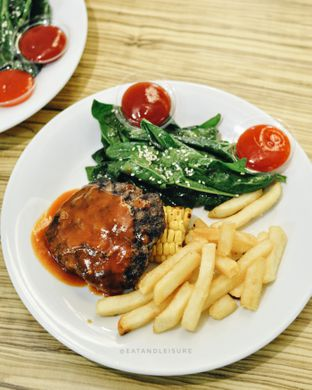 Foto 1 - Makanan(BEEF BURGER STEAK) di Fat Cow oleh Eat and Leisure