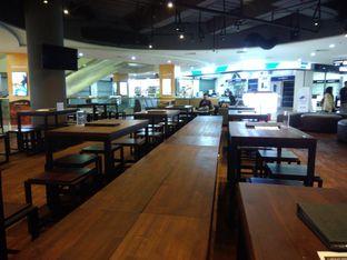 Foto 5 - Interior(Meja di tengah Mall❤) di Upnormal Coffee Roasters oleh Putri Menes Aprilian Suci