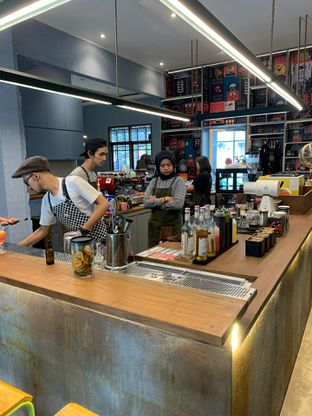 Foto 6 - Interior di Coffee Smith oleh hokahemattiga