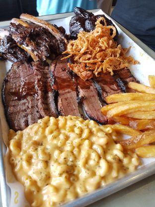 Foto 1 - Makanan di Holy Smokes oleh Olivia