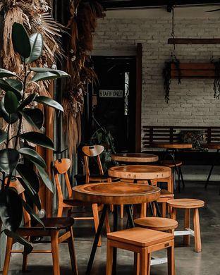 Foto 3 - Interior di Popolo Coffee oleh deasy foodie