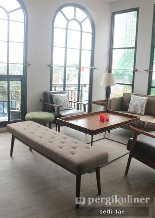 Foto 7 - Interior di Red Door Koffie House oleh Selfi Tan