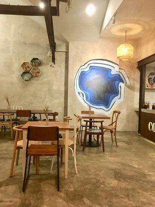 Foto 6 - Interior di Kona Koffie & Eatery oleh Prido ZH