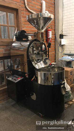 Foto 3 - Interior di Ragil Coffee & Roastery oleh riamrt