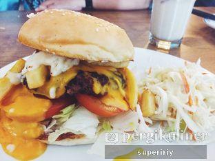 Foto 3 - Makanan(burger amboeradoel) di Eat Boss oleh @supeririy