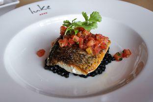 Foto 15 - Makanan(Crispy skin barramundi, squid ink fregola, tomato salsa) di Salt Grill oleh Wisnu Narendratama