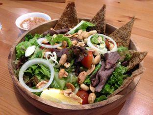 Foto 2 - Makanan(Thai Beef Salad) di Greens and Beans oleh awakmutukangmakan