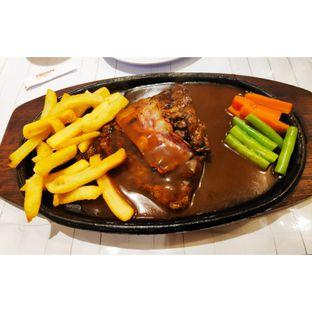 Foto - Makanan(Pork Tenderloin Steak) di Boncafe oleh melisa_10