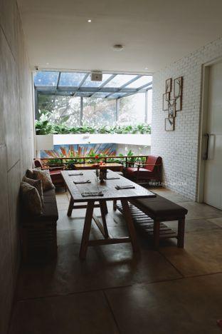Foto 8 - Interior di Red Door Koffie House oleh Indra Mulia