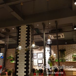 Foto 6 - Interior di Uncle Tjhin Bistro oleh JC Wen