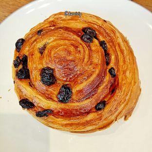 Foto 20 - Makanan(Pain au raisin) di Platon Coffee oleh duocicip