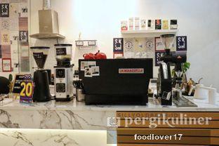 Foto 13 - Interior di Saksama Coffee oleh Sillyoldbear.id