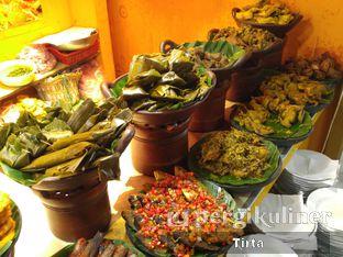 Foto 2 - Makanan di Sunda Prasmanan Cikajang oleh Tirta Lie