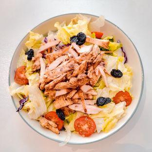 Foto 4 - Makanan(Healthy Chicken Salad) di Mumukuru oleh IG: @delectabletrip