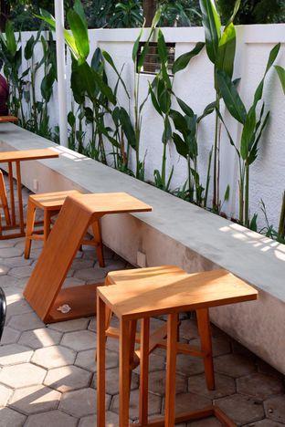 Foto 13 - Interior di Simetri Coffee Roasters oleh yudistira ishak abrar