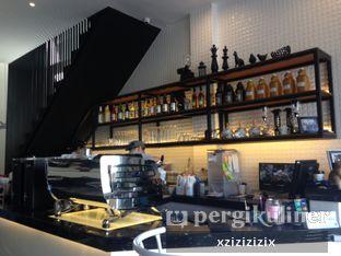 Foto 2 - Interior di Fukudon Coffee N Eatery oleh zizi