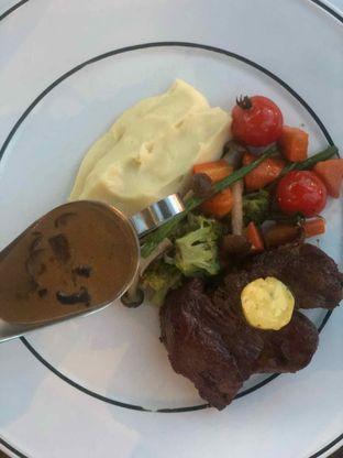 Foto 4 - Makanan di Cork&Screw Country Club oleh Bianca