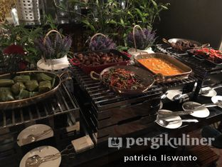 Foto 4 - Makanan(sanitize(image.caption)) di The Cafe - Hotel Mulia oleh Patsyy