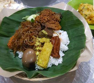 Foto - Makanan di Depot Nasi Campur Pojok Tambak Bayan oleh heiyika
