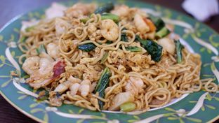 Foto 7 - Makanan(Mie Goreng Seafood) di RM Akoen oleh Chrisilya Thoeng