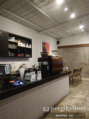 Foto 10 - Interior(Counter) di Righthands Coffee oleh Muthia US