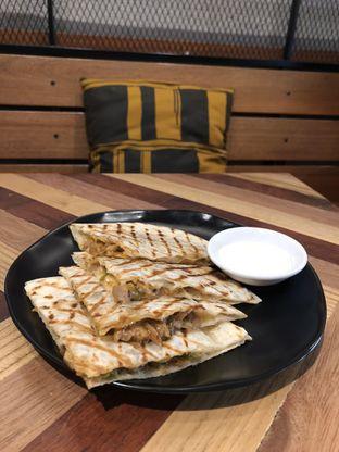 Foto 2 - Makanan(Chicken Quesadilla) di Anomali Coffee oleh Patricia.sari