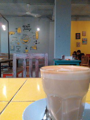 Foto 1 - Makanan(Coffee latte) di Yellow Truck Coffee oleh Rahmi Febriani