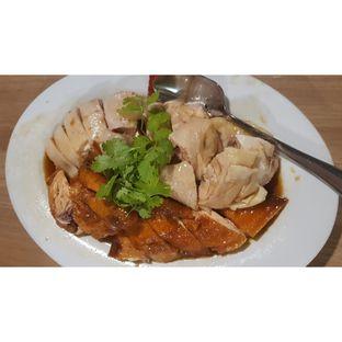 Foto 2 - Makanan(Half Chicken (steamed and roasted) ) di Wee Nam Kee oleh CumaYangEnak