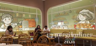 Foto 3 - Interior di Joe & Dough oleh @teddyzelig