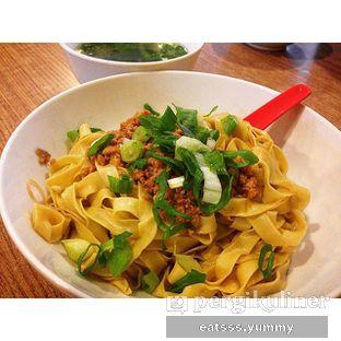 Foto - Makanan(Mie Lebar Cincang) di Bakmie Aloi oleh Yummy Eats