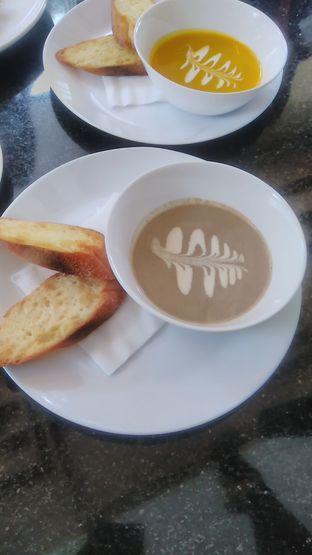 Foto 1 - Makanan(Mushroom soup (IDR 30k)) di Indoguna Gourmet oleh Renodaneswara @caesarinodswr