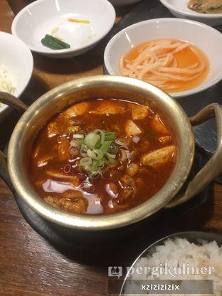Foto 1 - Makanan(Soondubu Jiggae) di Chung Gi Wa oleh zizi