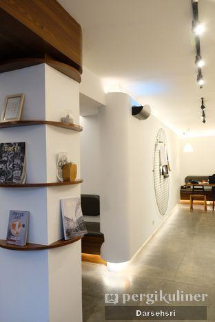 Foto 6 - Interior di Routine Coffee & Eatery oleh Darsehsri Handayani