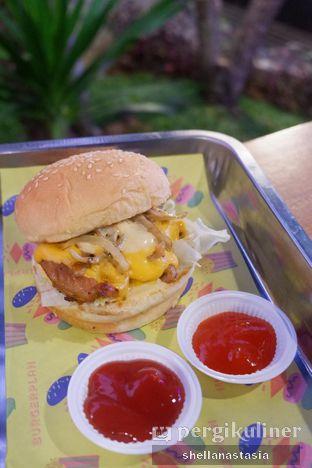 Foto 3 - Makanan(Roasted Chicken Burger) di Burger Plan oleh Shella Anastasia