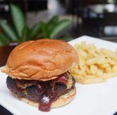Foto Burger di 7AM Coffee