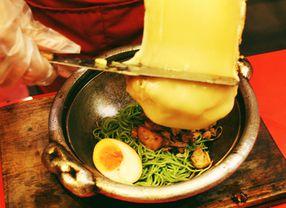Intip Aneka Jenis Makanan dengan Raclette Cheese yang Meleleh!