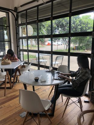 Foto 6 - Interior di Coarse & Fine Coffee oleh Mitha Komala