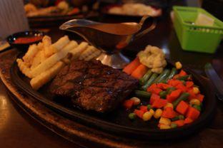 Foto 2 - Makanan(Tenderloin Steak) di Cozy Cafe & Resto oleh Eunice