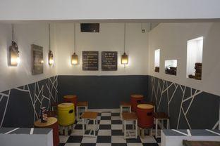 Foto 21 - Interior di Emado's Shawarma oleh yudistira ishak abrar