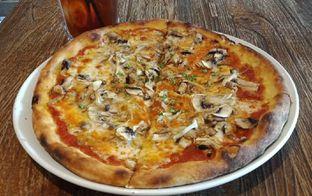 Foto 4 - Makanan(Piedmont Pizza (IDR 105k) ) di Pizzeria Cavalese oleh Renodaneswara @caesarinodswr