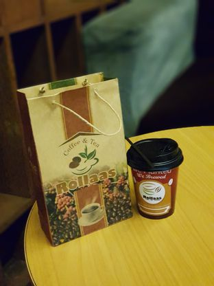 Foto 1 - Interior di Rollaas Coffee & Tea oleh Amrinayu