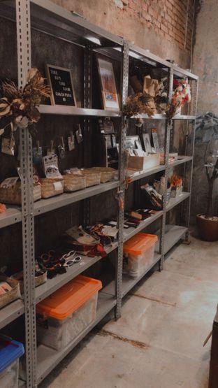 Foto 6 - Interior di Kopi Toko Djawa oleh @qluvfood