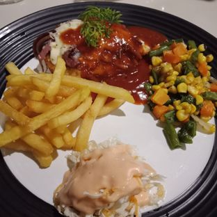 Foto 6 - Makanan(sanitize(image.caption)) di Black Butler Cafe - Hotel Sanira oleh Elena Kartika