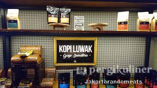 Foto 5 - Interior di Kopi Boutique oleh Jakartarandomeats