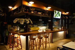 Foto 6 - Interior di Miss Bee Providore oleh Deasy Lim