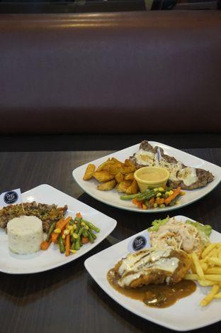 Foto 12 - Makanan di RAY'S Steak & Grill oleh yudistira ishak abrar