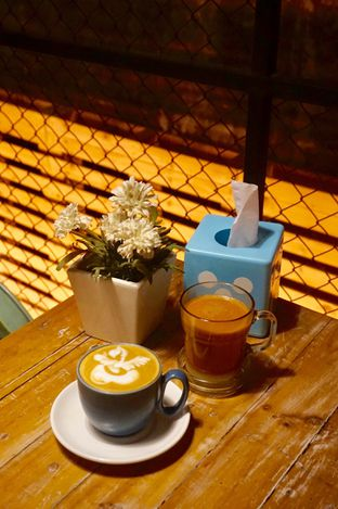 Sleepless Owls Coffeeshop Street Food & Rooftop, Tebet ...