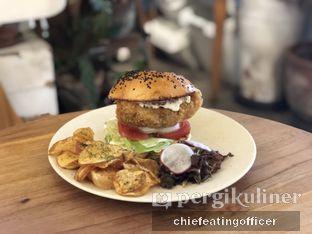 Foto 3 - Makanan(Chicken Burger) di Sama Dengan oleh Cubi