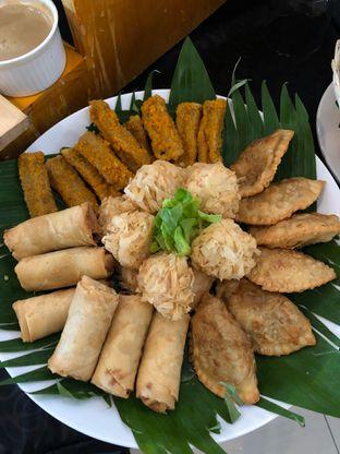 Foto 4 - Makanan di Canting Restaurant - Teraskita Hotel managed by Dafam oleh Mitha Komala