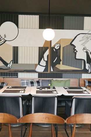Foto 10 - Interior di Greyhound Cafe oleh thehandsofcuisine
